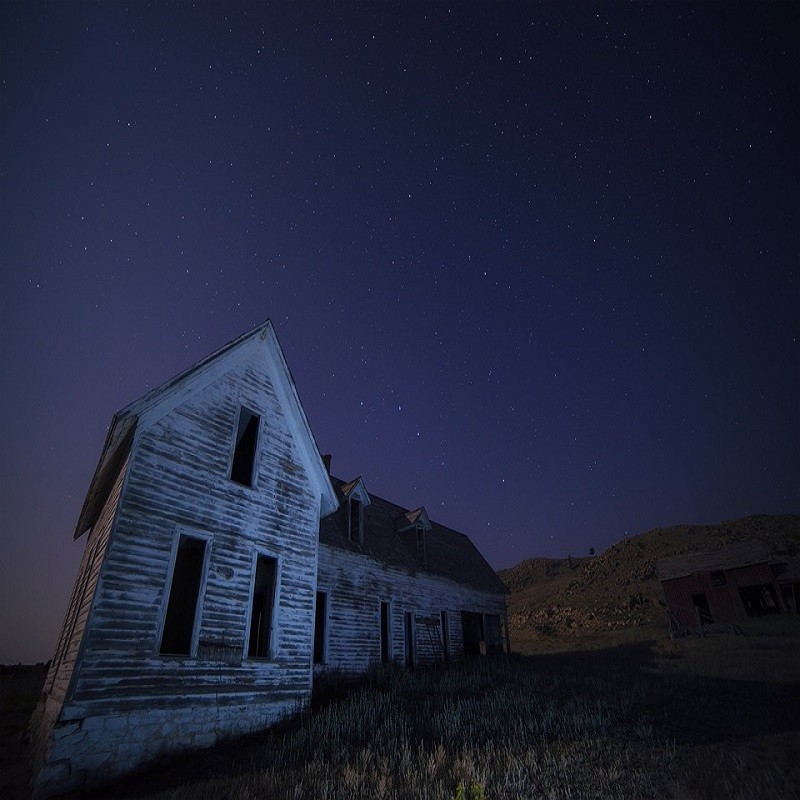 """Man Tries To Sell """"Slightly"""" Haunted House"""